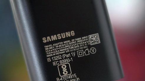 Hào phóng với người dùng hơn Apple, Samsung vẫn tặng kèm củ sạc nhanh trong hộp Galaxy Note 20