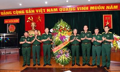 Thượng tướng Đỗ Căn thăm và chúc mừng Cục Tuyên huấn