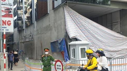 Cảnh sát hình sự vào cuộc điều tra vụ sập giàn kính 4 người rơi xuống đất tử vong ở Hà Nội