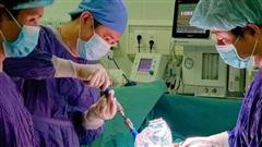 Căn bệnh khiến trẻ biến dạng cơ thể hay gặp ở lứa tuổi thanh thiếu niên cha mẹ nên chú ý