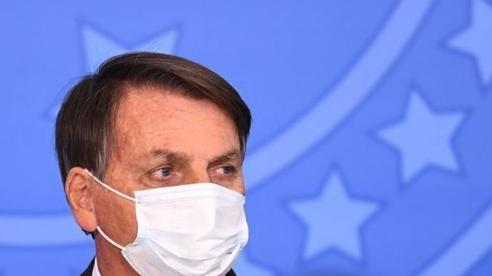Tổng thống Brazil nói bị 'mốc' phổi sau khi khỏi Covid-19