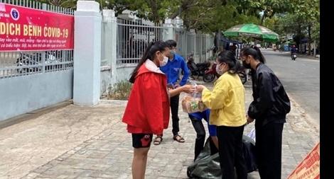 Đà Nẵng hỗ trợ hơn 1.200 sinh viên đang ở tại các ký túc xá