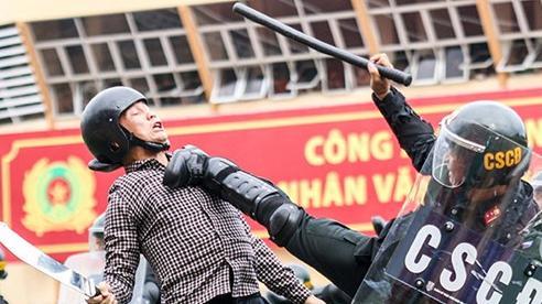 Mãn nhãn màn trấn áp tội phạm của chiến sĩ cảnh sát cơ động