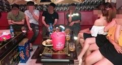 Quán karaoke ở Quảng Ngãi lén lút hoạt động bất chấp lệnh cấm