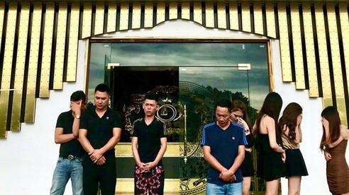Mặc lệnh cấm mở cửa, quán karaoke vẫn để khách lắc lư trong tiệc ma tuý