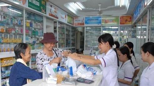 Cục quản lý Dược chỉ đạo các cơ sở bán, sản xuất cung ứng đủ thuốc không găm hàng tăng giá