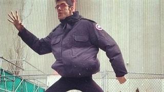 Chứng bệnh lạ kỳ khiến chàng trai cao gần 2m trở thành 'món quà' của thể loại phim kinh dị
