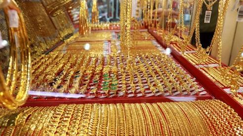 Giá vàng hôm nay 1/8/2020: Giá vàng SJC 58 triệu đồng/lượng, vàng thế giới bất ổn