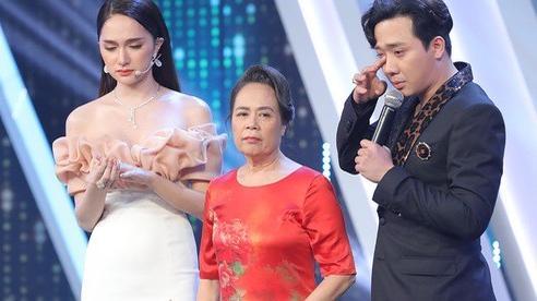 'Người ấy là ai?': Trường quay lặng đi vì lời xin lỗi của mẹ Hương Giang nhưng lại bật cười với màn nhầm tuổi khiến con gái muối mặt