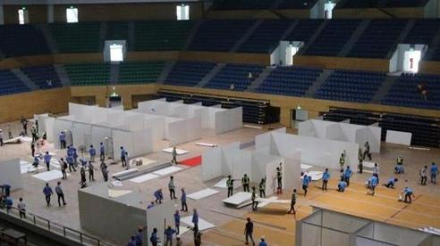 Đà Nẵng gấp rút lắp đặt bệnh viện dã chiến chống COVID-19 tại cung thể thao, quy mô 300 giường bệnh