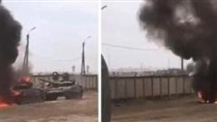 Xe tăng T-72 QĐ Nga bốc cháy dữ dội, tỏa khói đen ngùn ngụt