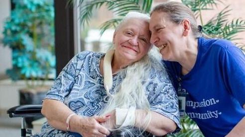 Chị em đoàn tụ sau hơn 50 năm thất lạc nhờ dịch COVID-19
