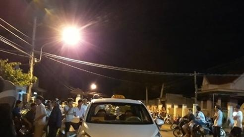 Tin tức pháp luật sáng 2/8: Mang lồng chim đi taxi, khách bị tài xế rút dao đâm nhập viện