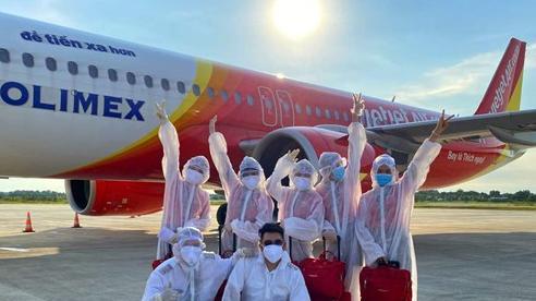 Mỗi ngày một chuyến bay cứu trợ, Vietjet đưa gần 2.000 đồng bào về nước