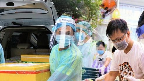 Người Đà Nẵng nấu hàng nghìn suất ăn 'VIP'' phục vụ miễn phí 3 Bệnh viện đang bị cách ly