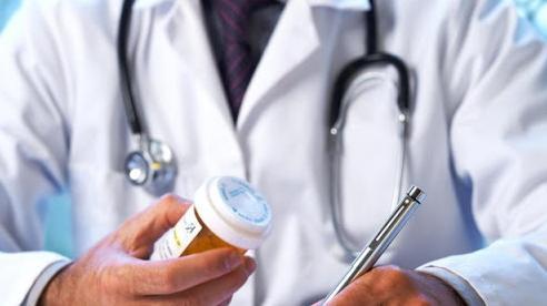 Dịch COVID-19: Người cao tuổi, mắc bệnh mạn tính được cấp thuốc điều trị 3 tháng