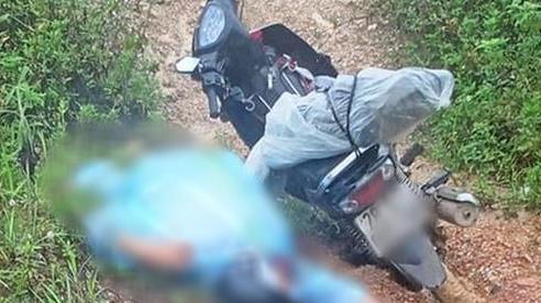 Tá hỏa phát hiện thanh niên tử vong cạnh xe máy bên đường