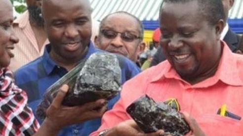 Liên tiếp tìm thấy đá quý, thợ mỏ đổi đời thành triệu phú đã giàu càng giàu hơn
