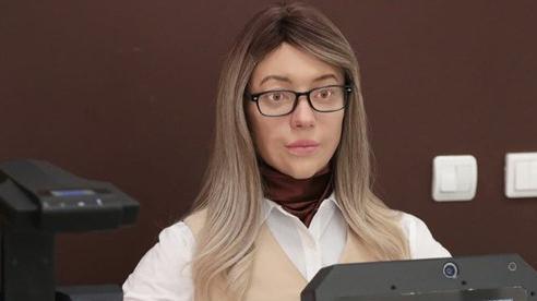 Một con robot hình người kỳ lạ đang làm việc tại văn phòng chính phủ Nga