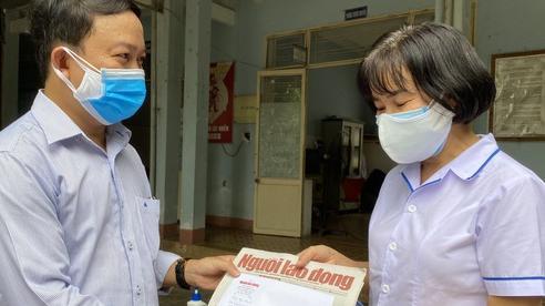 Nữ nhân viên y tế ngất xỉu vì quá sức: Chỉ mong đủ sức khỏe cùng đồng nghiệp chống dịch Covid-19