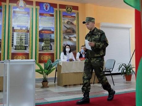 Gần 7 triệu cử tri Belarus đi bỏ phiếu bầu cử tổng thống sớm