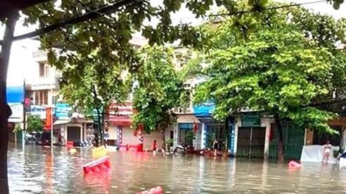 Clip: TP. Việt Trì ngập lụt, nhiều xã ở Phú Thọ bị cô lập sau cơn mưa dữ dội
