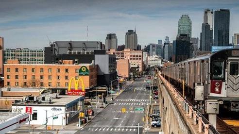 Các khu mua sắm đắt đỏ và sầm uất bậc nhất ở Mỹ lao đao vì dịch COVID-19