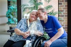 Hai chị em đoàn tụ sau hơn 50 năm giữa đại dịch Covid-19