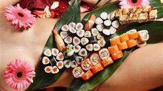 Bí mật bất ngờ đằng sau những bữa tiệc 'Sushi khỏa thân' đầy phấn khích và sức hút