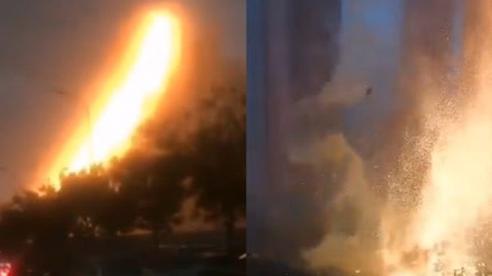 Trung Quốc: Sét đánh trúng tòa nhà, gây 'mưa' tia lửa