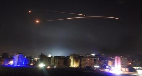 Israel công khai không kích thủ đô Syria