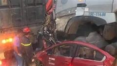 Vụ xe container đâm vào xe con khiến 3 người tử nạn: Lái xe khai do buồn ngủ