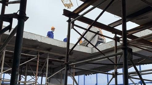 Bắt đầu cắt mái tầng 18 công trình số 8B Lê Trực