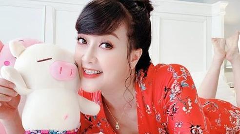 Ngưỡng mộ vẻ đẹp trẻ trung của Vân Dung ở độ tuổi U50