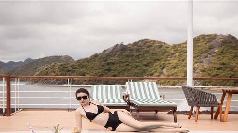 Muôn kiểu tạo dáng với bikini của sao Việt