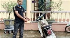 Bắt đối tượng điều khiển xe máy tông gẫy chân Đại úy Công an