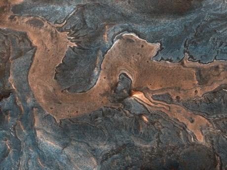 Sông băng có thể đã 'kiến tạo' nên mạng lưới thung lũng trên sao Hỏa