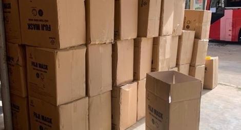Vận chuyển hơn 2.500 hộp khẩu trang không rõ nguồn gốc