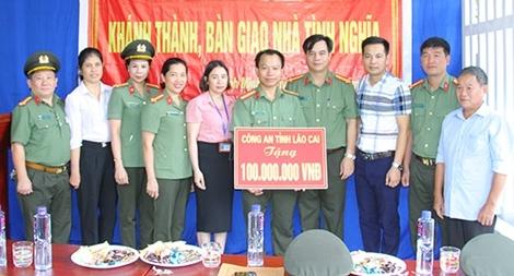 Công an tỉnh Lào Cai trao 2 nhà tình nghĩa cho cán bộ, chiến sĩ