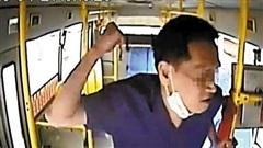 Bị nhắc nhở đeo khẩu trang trên xe buýt, người đàn ông đấm tài xế tới 16 lần