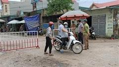 CLIP: Có ca nghi nghiễm Covid-19, TP Sầm Sơn lập chốt kiểm soát cả khu phố có 305 hộ
