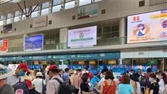 Gần 1.000 du khách ''mắc kẹt'' tại Đà Nẵng đăng ký về Hà Nội