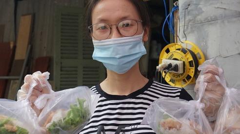 VIDEO: Những bữa ăn ấm lòng dành tặng thầy thuốc giữa tâm dịch Đà Nẵng