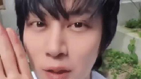 'Siêu sao vũ trụ' Heechul cắt tóc thôi mà như hiện tượng lạ, nhìn nhan sắc lột xác là đủ hiểu