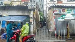 Một trường hợp ở cùng tòa nhà ca bệnh Covid-19 số 714 lên xe máy bỏ đi khỏi nơi cách ly