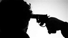 Buồn chuyện tình cảm, nam thanh niên tự dùng súng bắn vào đầu