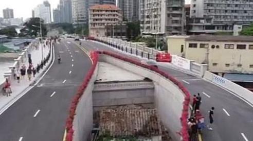 Ngôi nhà nhỏ chắn giữa đường cao tốc ở Trung Quốc