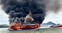 Ứng cứu 21 hành khách và 4 viên thuyền trên con tàu cháy giữa biển khơi