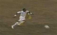 Cú vào gầm 'suýt xếp lại xương mặt', pha 'ngáo' giữa đường & lá đơn viết vội của người hùng Asian Cup