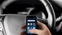 Chiếc smartphone nhỏ xíu như thẻ tín dụng này có màn hình 3-inch, chạy Android 10 và giá chỉ 200 USD
